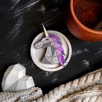 Яркая брошь геометрический Единорог. Авторская украшение Единорог фиолетовый. Фэнтези брошь Пегас