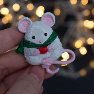 Брошь мышка, зимняя брошь, брошь мышка в шарфике, зимний сувенир