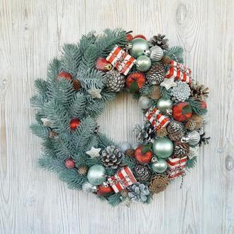 Рождественский венок из голубой ели