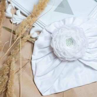 шапка чалма для девочки белая , с цветком на липучке