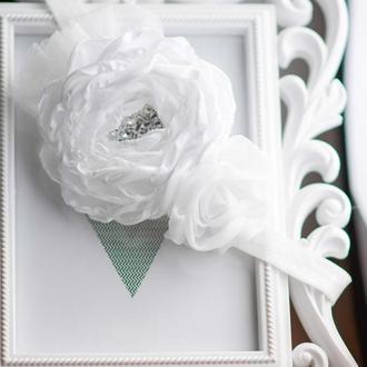 нарядная белая повязка на голову Белые розы