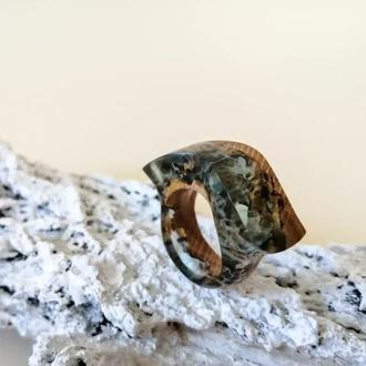 Оригінальне незвичайне дерев'яне кільце з ювелірною смолою (р,18) - подарунок дівчині