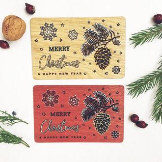 Рождественская открытка из дерева. Оригинальная открытка шишка-елка.