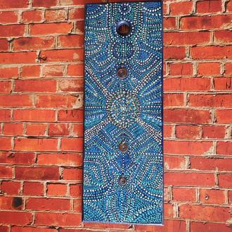 Декоративная доска с медными элементами, расписана акриловыми красками в технике Point-to-point