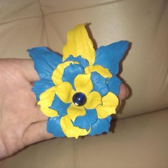 Кожаная брошь-заколка, синие и желтое