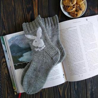 Вязаные носки с вышивкой