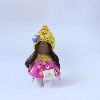 Кукла брелок текстильная в шапочке