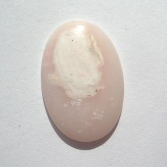 Опал розовый Перу кабошон 2,4 грамм