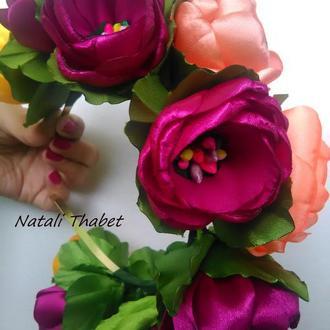 Цветочный ободок с большими розами