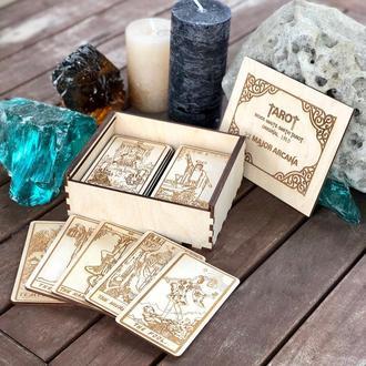 Карты Таро в подарочной коробке.