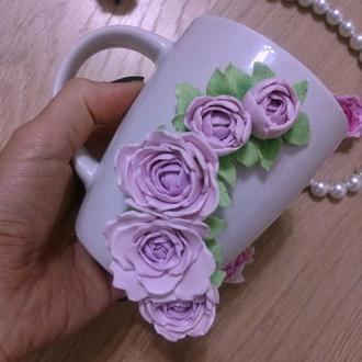 Чашка с декором с цветами