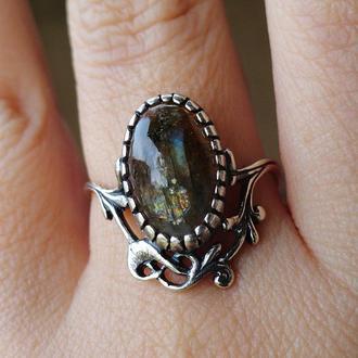Серебряное кольцо с лабрадоритом (19,5)