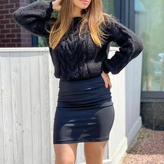 Жіночий осінній в'язаний джемпер в чорному кольорі