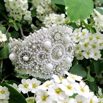 Нежный браслет с бусинами белого агата