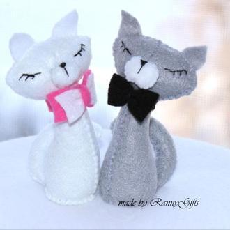 Интерьерные игрушки пара котиков из фетра, хенд-мейд