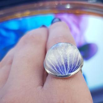 Кольцо с лепестком мальвы из эпоксидной смолы