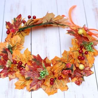 Яркий осенний венок веночек на голову из листьев и ягод