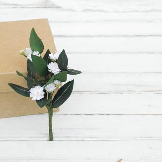 Бутоньерка с эвкалиптом и гипсофилой / Бутоньерка с цветами жениху