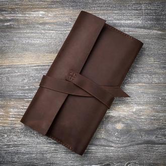 Большой коричневый кожаный кошелек тревел холдер