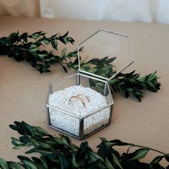 Шкатулка для обручальных колец. Шкатулка для обручок. Шестикутна весільна шкатулка.