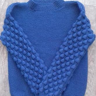 Вязаный свитер малинки.