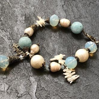 Дизайнерский браслет из натуральных камней(аквамарин,жемчуг,перламутр, белый коралл,лунный камень)