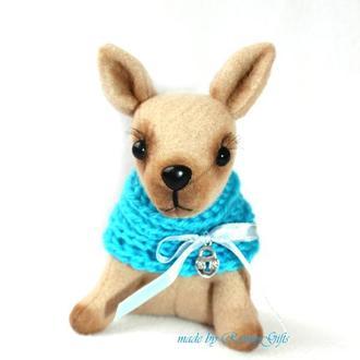 Игрушечная карманная собачка Чихуа-Хуа  в голубом шарфике