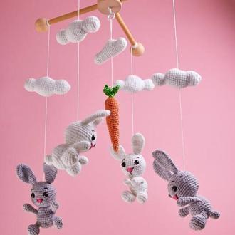 Вязанный детский мобиль на кроватку с зайчиками/ Вязаный детский мобиль с зайчиками в кроватку