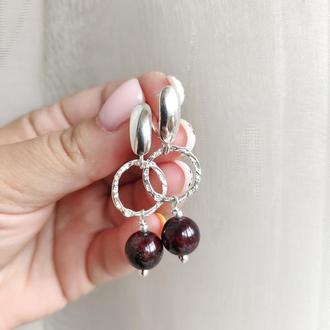 Срібні сережки з натуральним каменем гранатом, Длинные серебряные серьги с камнями