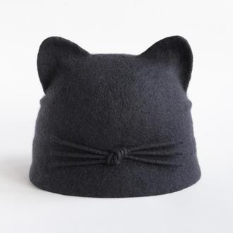 Валяная шапка с ушками и небольшим козырьком из шерсти мериноса Женская темно-серая шапка кошка