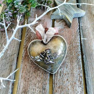 """Новогодняя елочная игрушка """"Винтажное сердце с ангелом"""""""