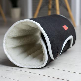 Лежак - подстилка для котов из войлока и меха Pets Lounge Tunnel Black, 84х50 см