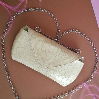 Шкіряна сумочка з італійської лакованої шкіри з фактурою крокодил для смартфона