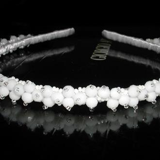 Белый обруч-ободок для волос с хрустальными бусинами