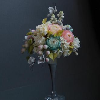 Подарункова квіткова композиція