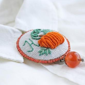 Осенняя брошь тыква Маленькая брошка бохо Имменной подарок