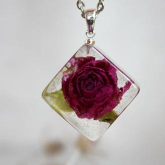 Роза кубик. Кулон из миниатюрной розы в эпоксидной смоле