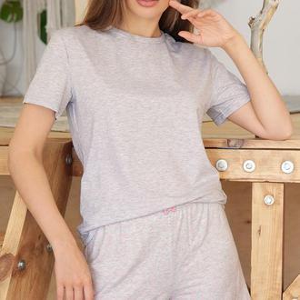 Женская пижама с шортами в сером цвете с сердечками