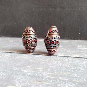 Комплект бусин из полимерной глины для создания украшений.