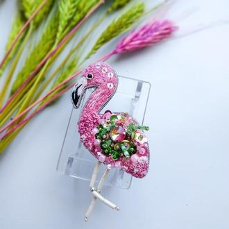 Вышитая брошь из бисера и бусин Фламинго