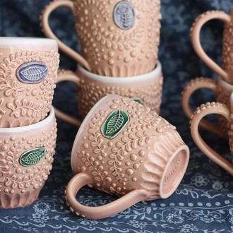 Чашка с растительным орнаментом