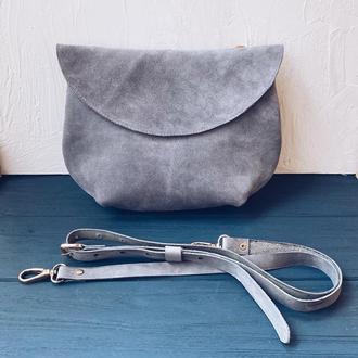 Небольшая замшевая сумочка через плечо