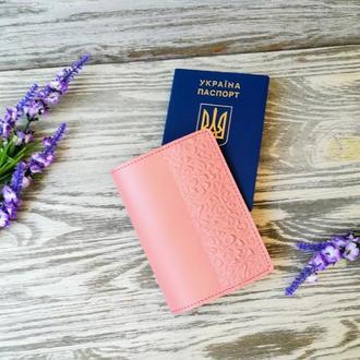 Обложка на паспорт кожаная цвета пудры с тиснением восточные узоры Украина ручная работа
