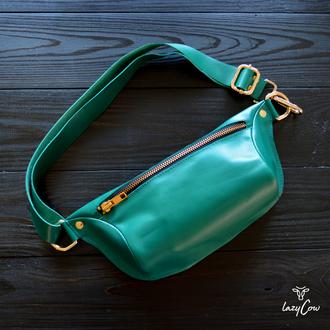 Женская поясная сумка бананка из кожи изумрудного цвета
