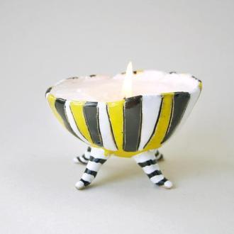Свеча на хэллоуин в керамической пиале на ножках