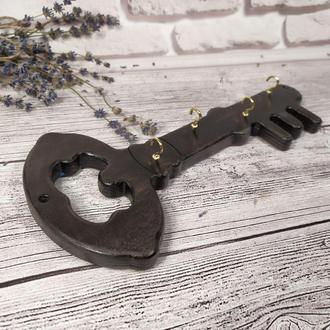 Деревянная настенная ключница в форме ключика