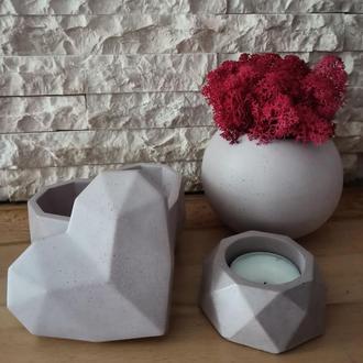 Подарочный набор из бетона: шкатулка для украшений, кашпо-шар с стабилизированным мхом и подсвечник