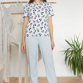 Женская трикотажная пижама с футболкой Микки Маус и голубыми штанами