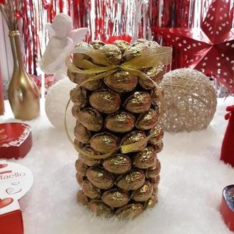 Ваза декоративная из грецких орехов