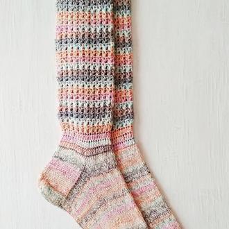 Смугасті шкарпетки. пов'язані спицями та гачком
